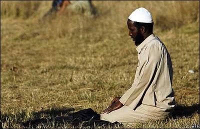 SomaliMuslimManPrayingInSA.jpg