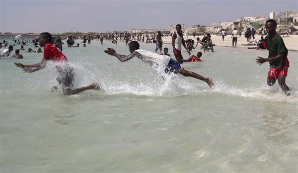 120119_mogadishu_beach.photoblog600.jpg