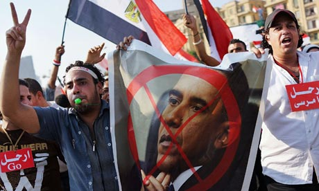 Egypt-protesters-carry-an-010.jpg
