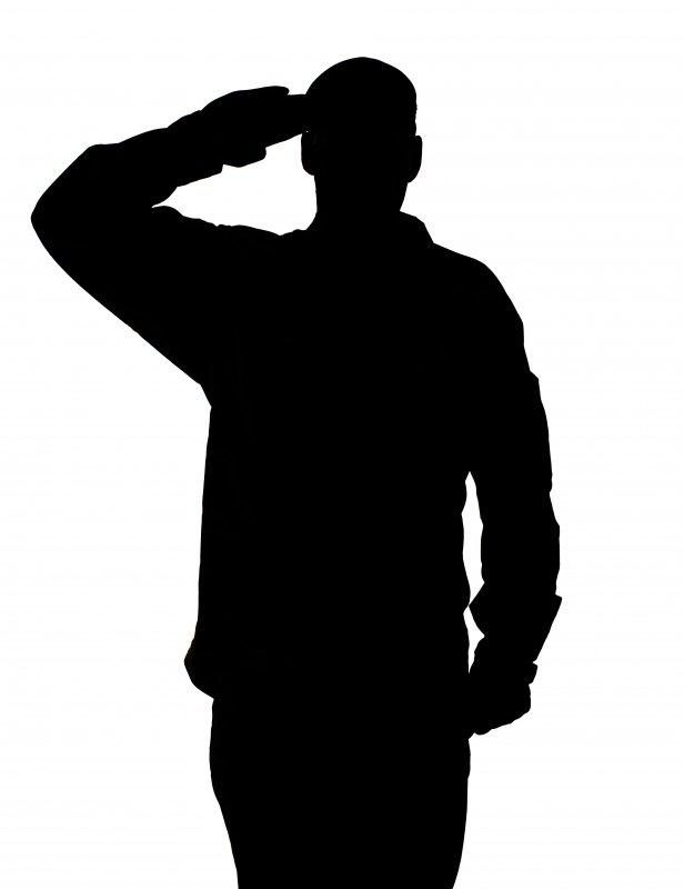 British_Army_Soldier_Saluting_MOD_451548